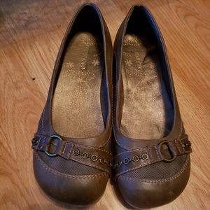 Maurices womens brown flats